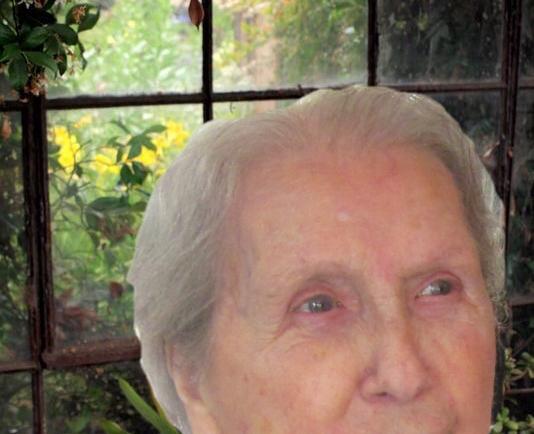 Reina Perreault (1926~2020)